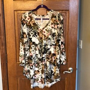 Paisley Grace Buttery Soft White Floral Tunic NWOT
